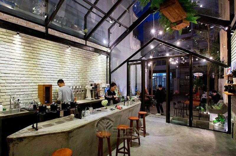 lối thiết kế quán cafe với cửa kính