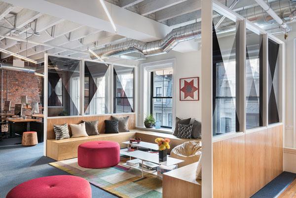 Mẫu thiết kế văn phòng đẹp kết hợp phong cách phòng khách gia đình