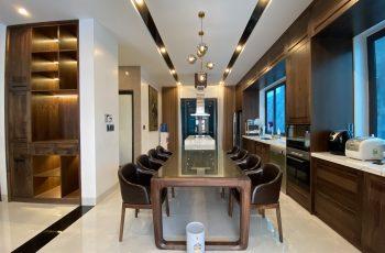Thiết kế nội thất phòng bếp biệt thự gỗ óc chó Hà Tĩnh