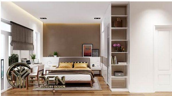 Phòng ngủ với bàn làm việc nhỏ tiện nghi, hệ thống cửa kính ra ban công giúp đón ánh sáng tốt