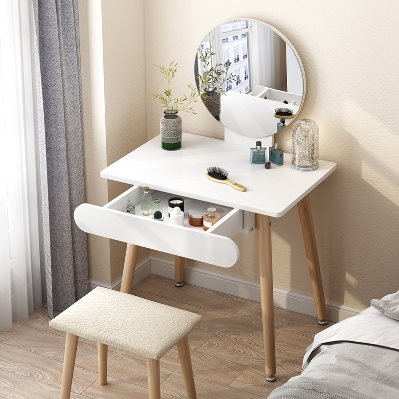 Trang trí phòng ngủ với bàn trang điểm nhỏ với gương tròn