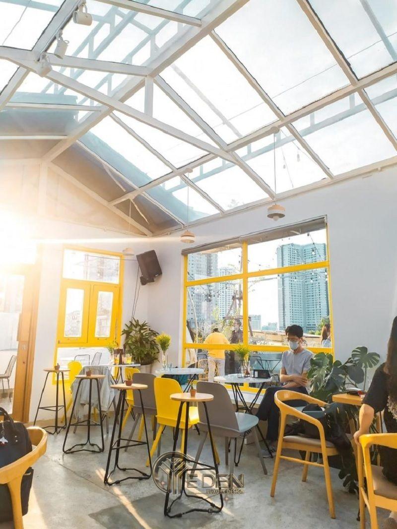 """Thiết kế quán cafe sân thượng với cửa kính đón ảnh nắng mặt trời tạo cảm giác """"So fresh"""""""