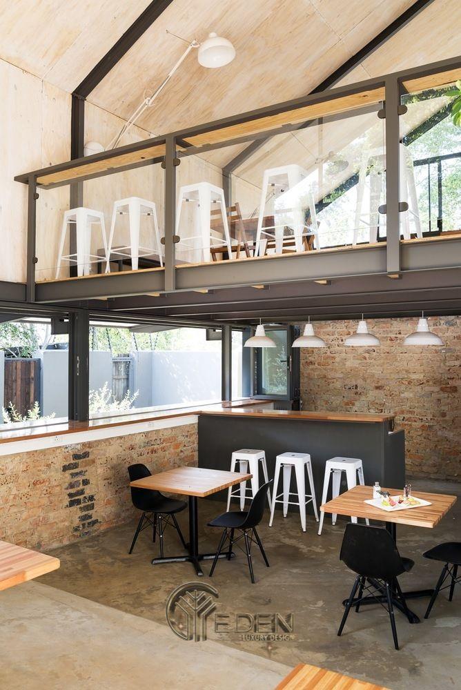 Thiết kế quán cafe có gác lửng giản đơn với gam màu đen, trắng làm chủ đạo