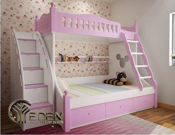 Phòng ngủ với chiếc giường tầng được thiết kế màu hồng đầy nữ tính