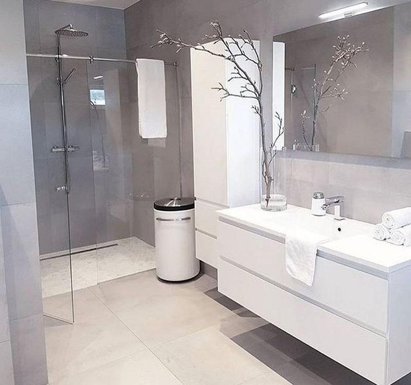 Mẫu nhà vệ sinh phong cách tối giản với gam màu trắng