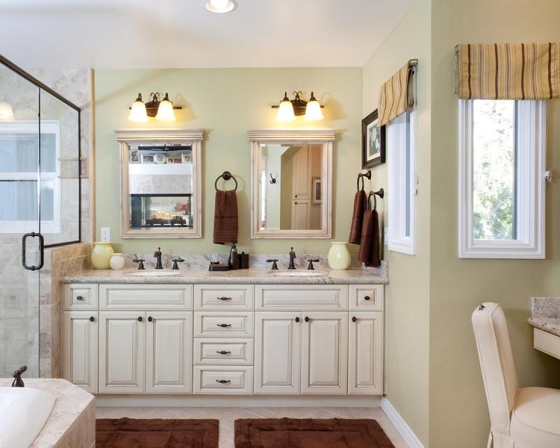 Mẫu nhà vệ sinh phong cách cổ điểnvới 2 mẫu gương đối xứng