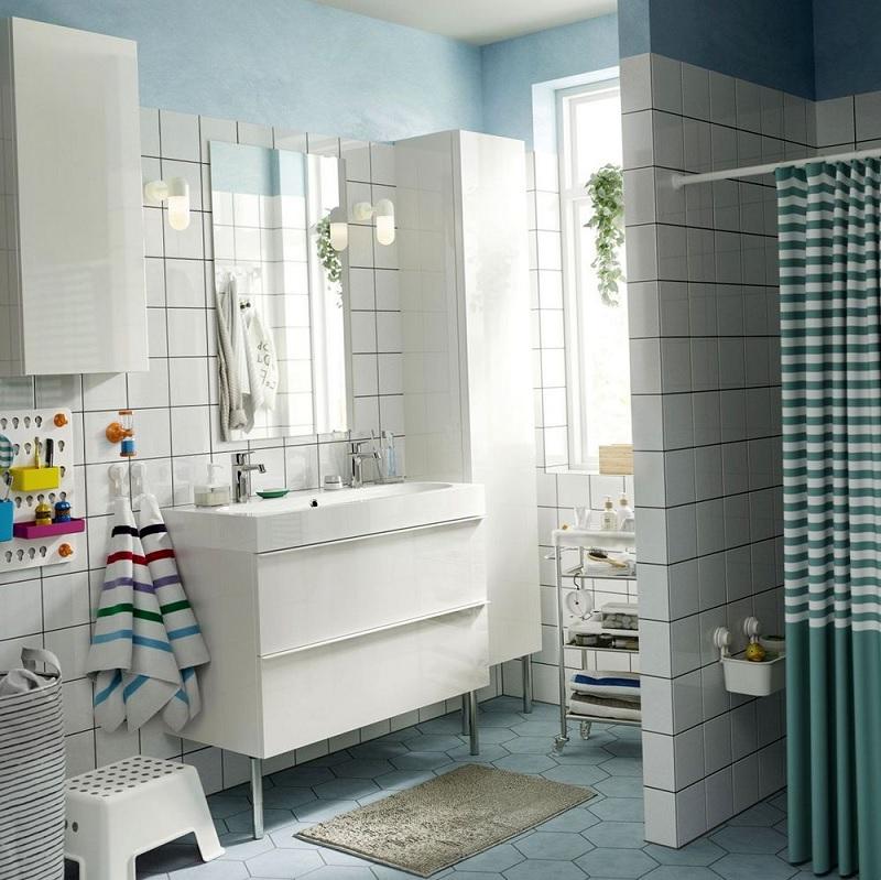 Mẫu nhà vệ sinh đơn giản với gam màu Pastel xanh da trời nhạt