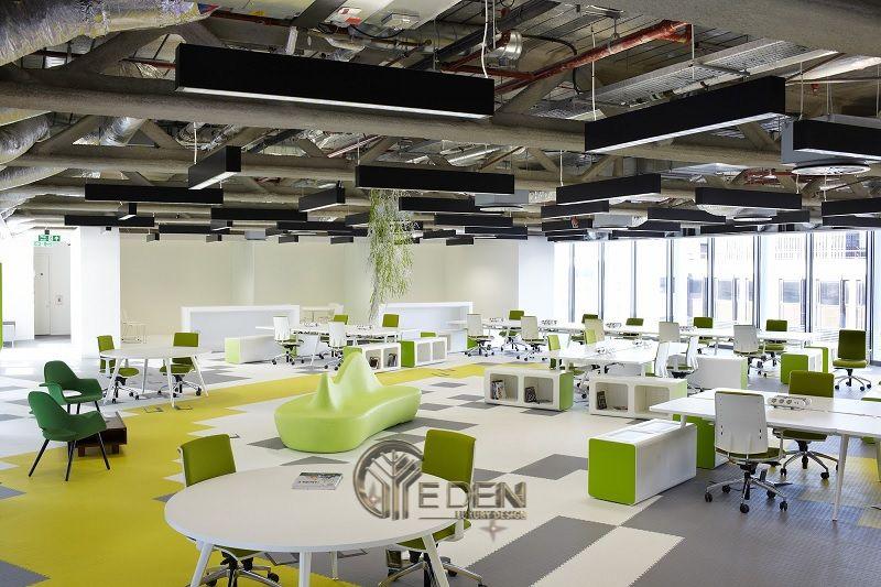 Thiết kế, thi công nội thất văn phòng Hà Nội – Phòng làm việc của nhân viên với diện tích rộng, lấy gam màu chủ đạo là màu xanh nổi bật trên nền trắng