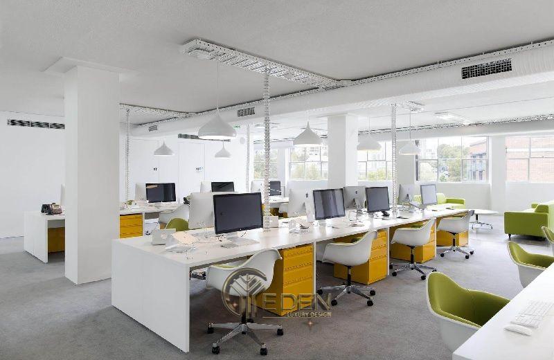Thiết kế, thi công nội thất văn phòng Hà Nội – Phòng làm việc của nhân viên tối giản với gam màu trắng xanh