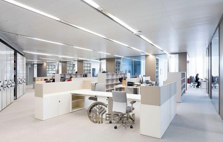 Thiết kế, thi công nội thất văn phòng Hà Nội – Phòng làm việc của nhân viên theo phong cách tối giản