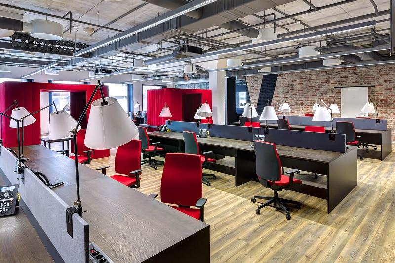 Thiết kế, thi công nội thất văn phòng Hà Nội – Phòng làm việc của nhân viên với phong cách hiện đại, năng động