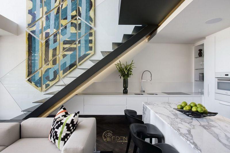 Mẫu thiết kế tủ bếp tận dụng gầm cầu thang phù hợp cho các căn biệt thự hiện đại
