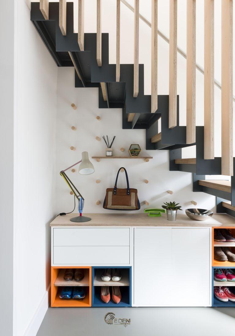 Mẫu tủ giày dáng đơn giản với không gian lưu trữ rộng. Thuận tiện cho việc cất giữ nhiều giày dép của gia đình