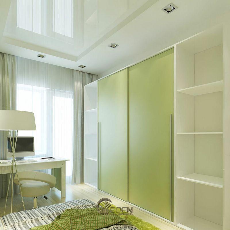 Mẫu thiết kế phòng ngủ nhỏ. Một trong những màu sắc mang lại sự tươi mới phải kể đến là màu xanh nõn chuối. Tuy nhiên hay lựa chọn màu sắc này nếu như người trong căn phòng mang mệnh phù hợp, tránh sắp xếp người mệnh Hỏa ở trong căn phòng có sắc xanh, gây ra cảm giác không thoải mái.