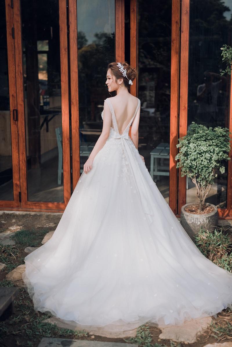 Lụa chọn váy, đầm cho cô dâu