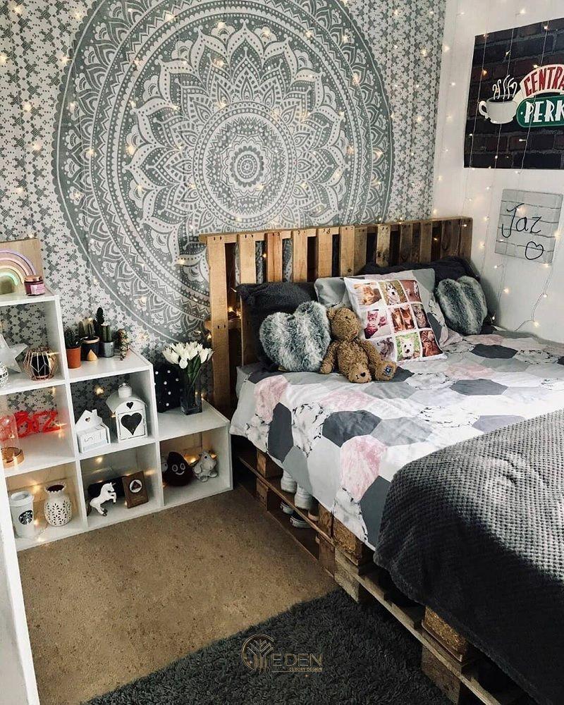 Mẫu giường gỗ trang trí với bức tranh tường hiện đại