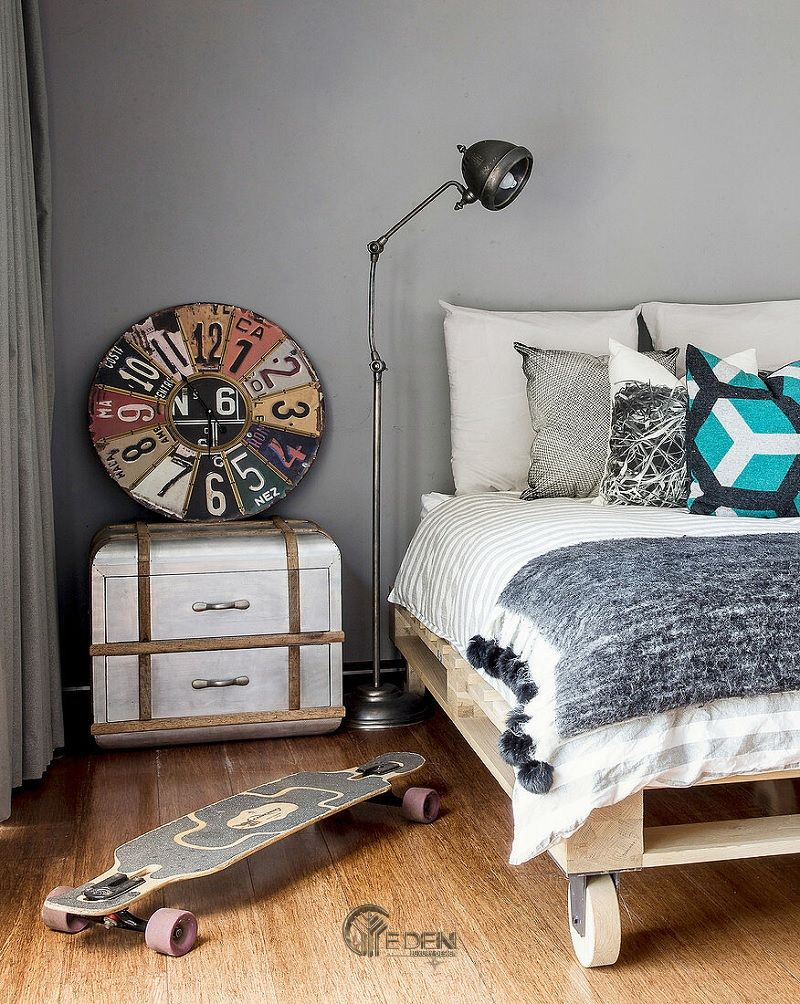 Mẫu giường gỗ kết hợp bánh xe giúp bạn dễ dàng di chuyển, cất trữ khi không cần thiết