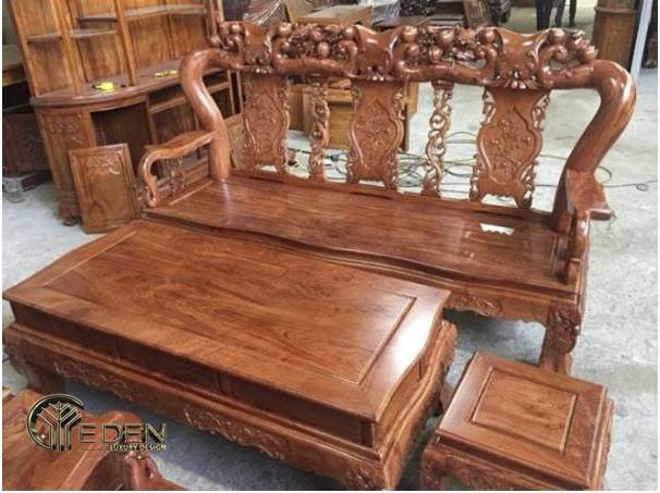 Bàn ghế làm bằng gỗ hương đá