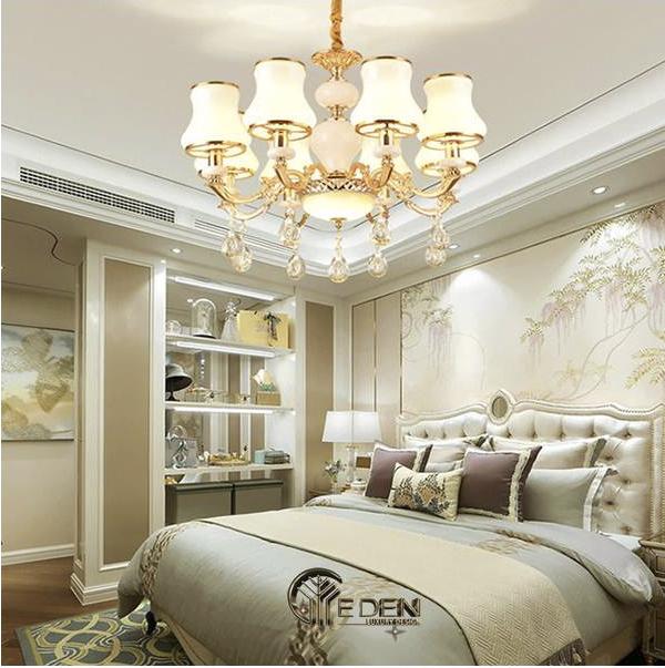 Không nên để giường phía dưới đèn chùm