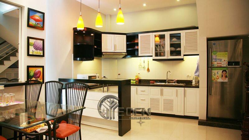 Mẫu phòng bếp với đá ốp phong cách hiện đại (1)
