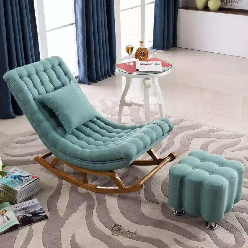 Mẫu ghế bập bênh kết hợp với ghế để chân mang lại sự êm ái, nhẹ nhàng cho người sử dụng