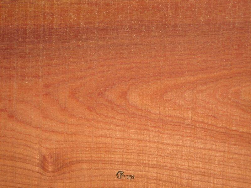 Bề mặt của gỗ dễ bị nhạt, phai màu theo thời gian chính vì vậy rất cần phủ sơn PU để màu được tươi sáng, bóng mịn