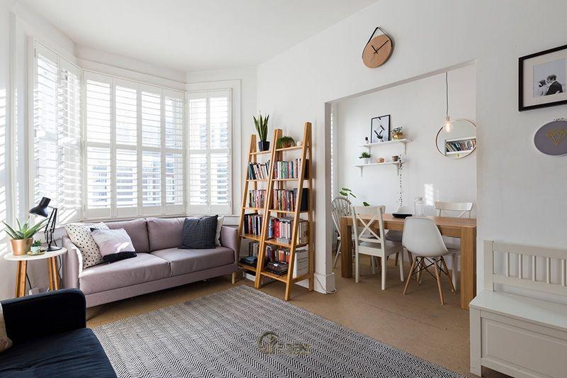 Ý tưởng 8: Mẫu kệ đứng lớn dành cho phòng khách chung cư hiện đại