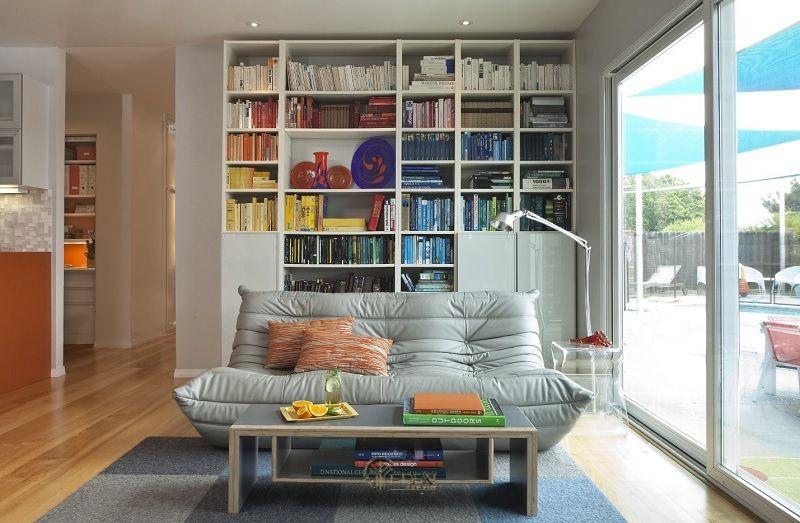 Ý tưởng 8: Mẫu kệ đứng lớn dành cho phòng khách biệt thự hiện đại