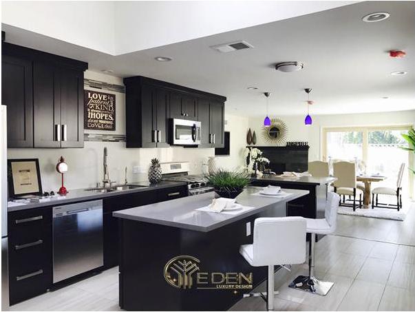 Phòng bếp với nội thất hiện đại, sạch sẽ và tiện nghi