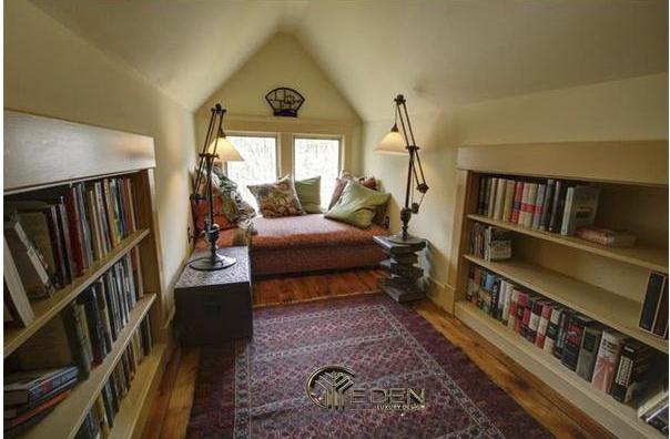 Một góc đọc sách trên tầng gác mái độc đáo