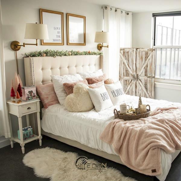 Kê đầu giường sát với tường