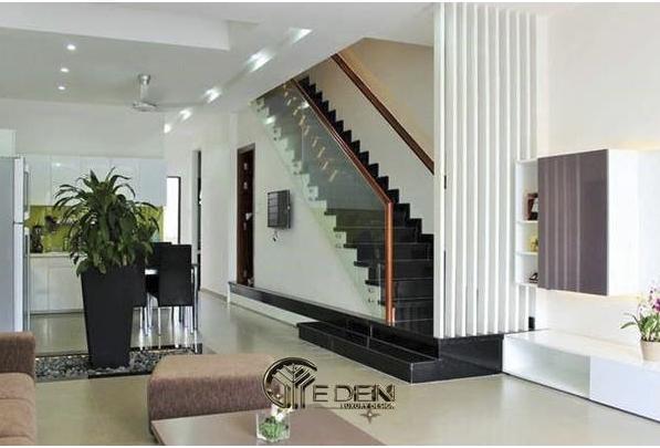 Cầu thang thiết kế cuối nhà giúp tiết kiệm diện tích cho căn nhà