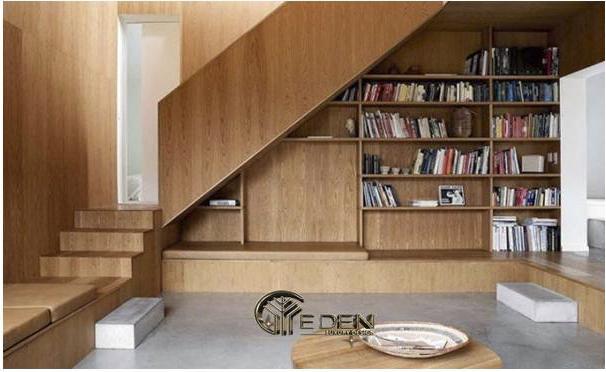 Gầm cầu thang làm kệ sách giúp căn nhà gọn gàng