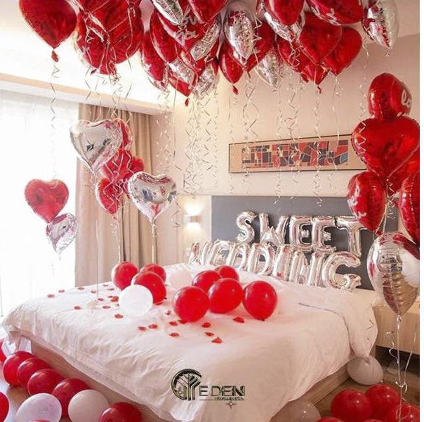 Trang trí phòng tân hôn với bóng bay màu đỏ lãng mạn