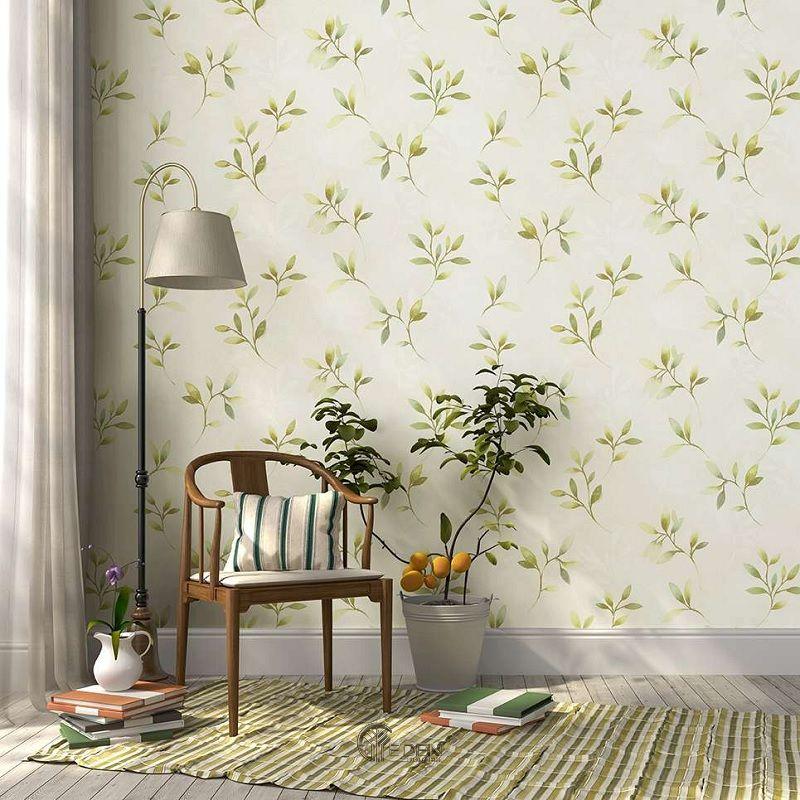 Mẫu phòng khách với giấy dán tường họa tiết hoa lá đối xứng