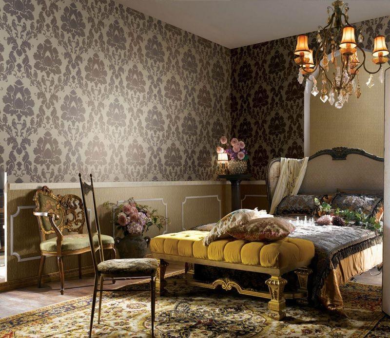 Mẫu phòng ngủ cổ điển với giấy dán tường sang trọng