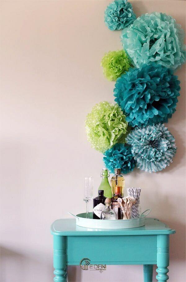 Mẫu phòng ngủ trang trí với hoa giấy hình cầu mới lạ
