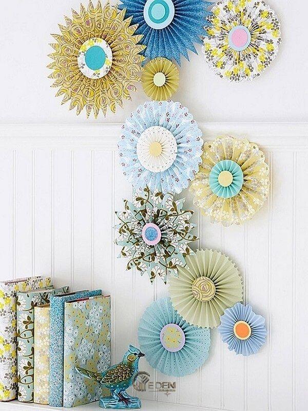 Mẫu trang trí với hoa giấy dáng quạt sáng tạo