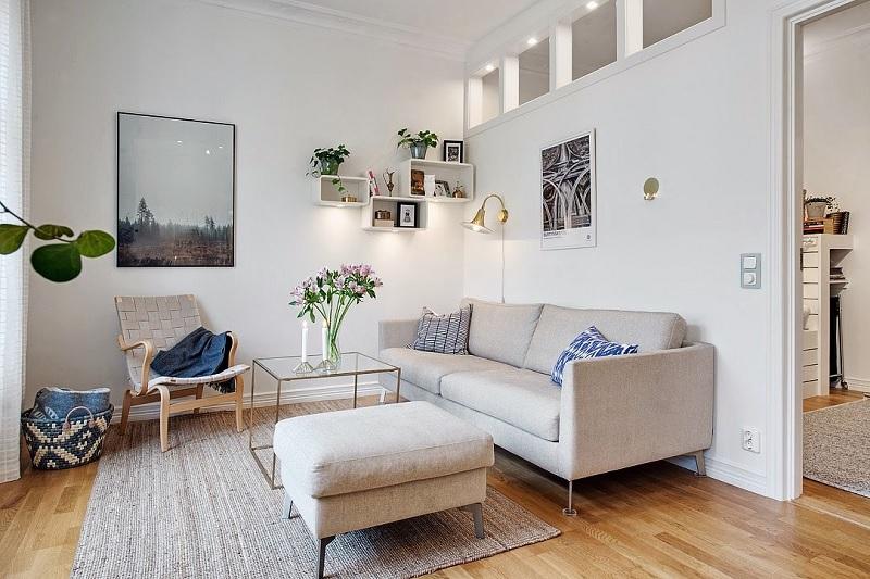 Thay vì sử dụng những ghế sofa khối hộp, vuông và dày, gia chủ có thể lựa chọn ngay những món đồ nội thất có chân