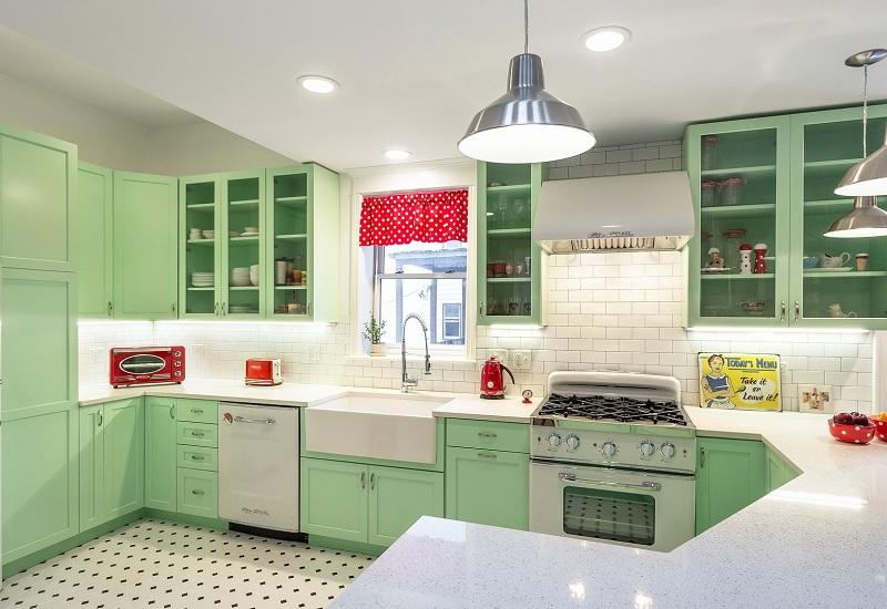 Mẫu thiết kế bếp chung cư độc đáo với gam màu thời đại