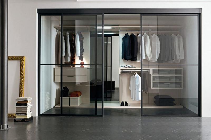 Phòng thay đồ cửa kính tạo điểm nhấn cho không gian sang trọng