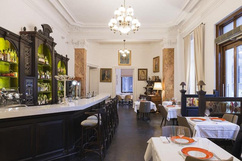 Thiết kế nội thất nhà hàng Tân cổ điển đậm đà chất riêng 1