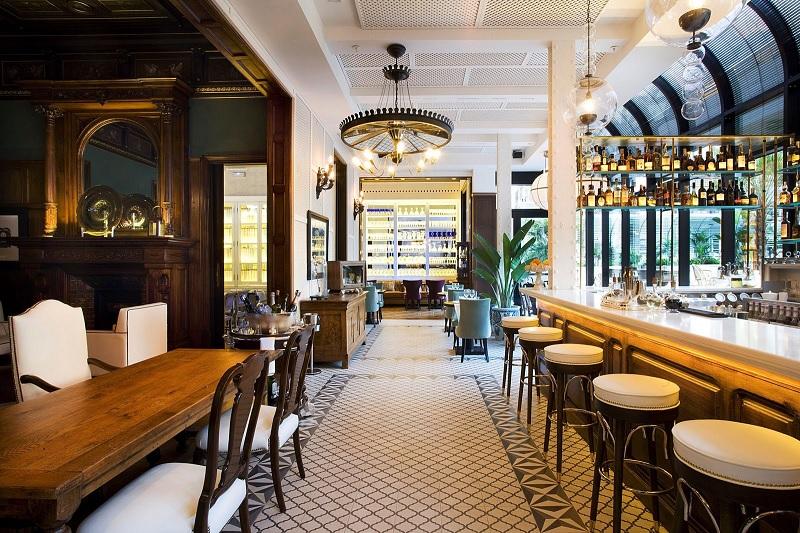 Thiết kế nội thất nhà hàng Tân cổ điển đậm đà chất riêng 2