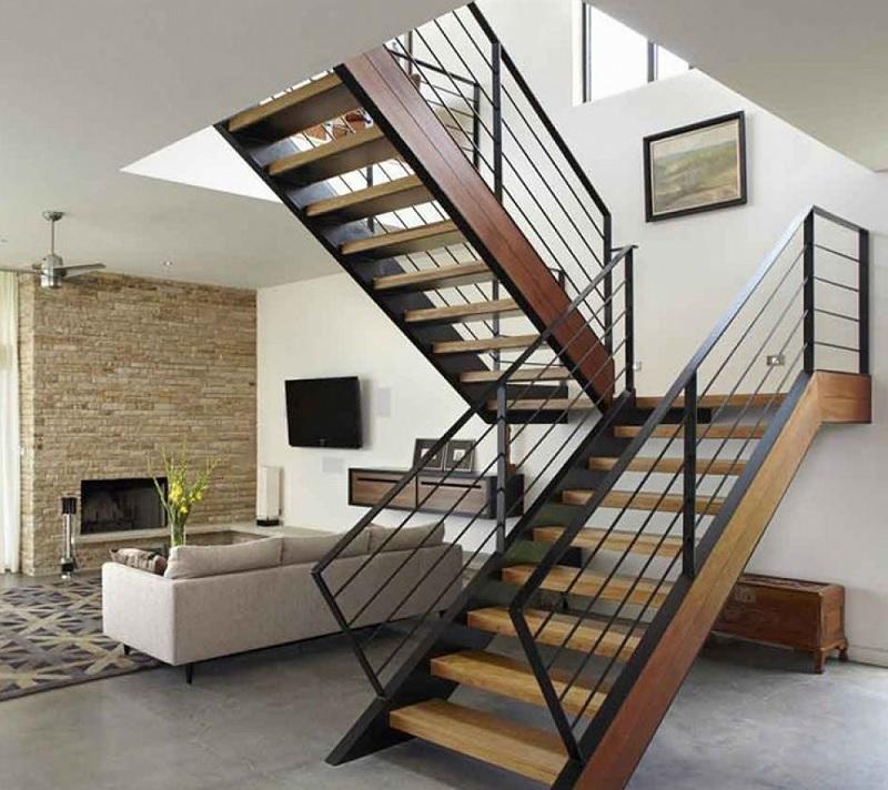 Các mẫu cầu thang gỗ đẹp với tay vịn bằng kim loại là một sự lựa chọn khá thú vị với nhiều gia đình