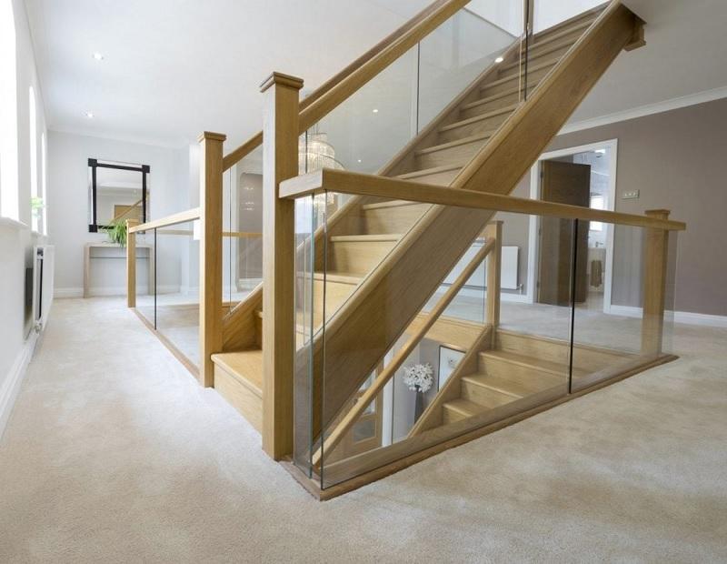 Xét về độ bền thì cả 2 dòng gỗ này đều có độ chắc chắn ngang nhau nên gia đình có thể yên tâm lựa chọn.