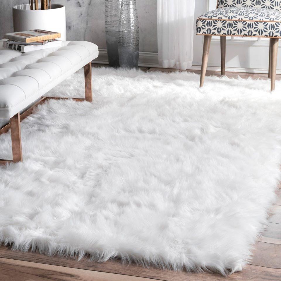 Thảm trải sàn màu trắng sang- xịn- mịn được làm bằng bông, tạo sự sang trọng cho không gian