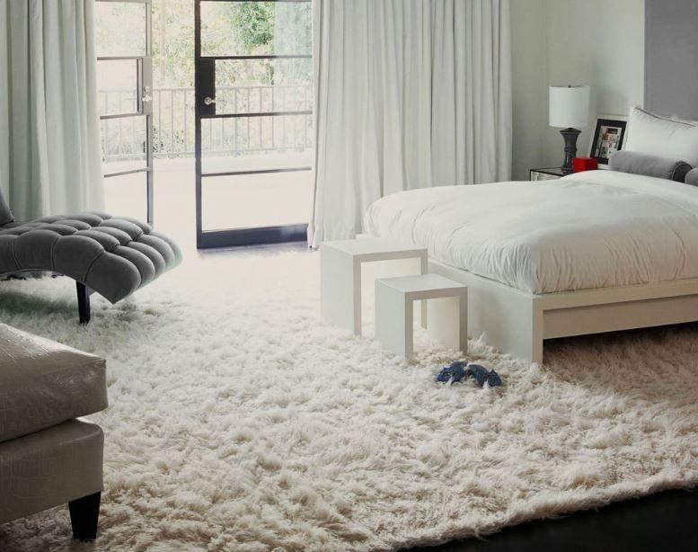 Thiết kế hài hòa giữa thảm trải sàn và màu sắc nội thất căn phòng tạo nên sự hoàn mỹ
