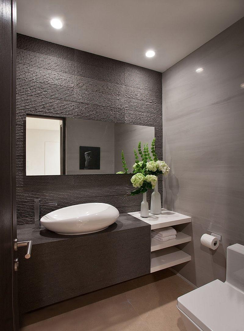 Thiết lập một chiếc gương lớn để giúp cho phòng tắm của bạn trở nên rộng rãi hơn nhé!