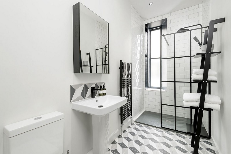 Lựa chọn các gam màu sáng kết hợp với ánh sáng từ cửa sổ sẽ giúp cho căn phòng trở nên hoàn hảo hơn