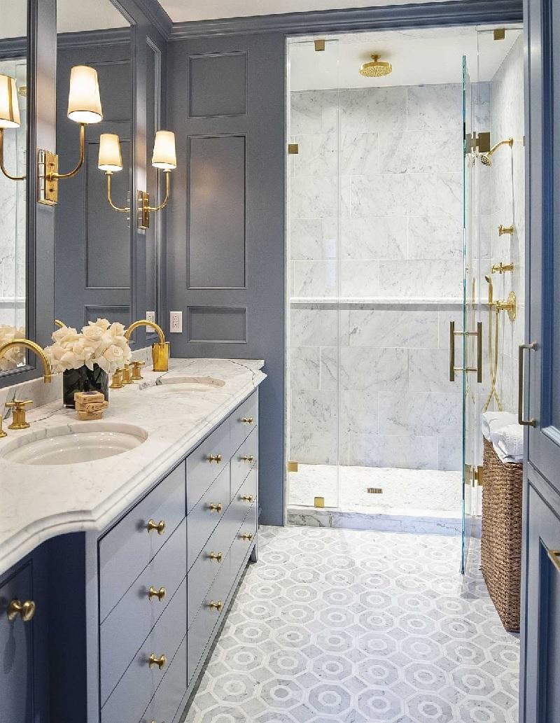 Mẫu phòng tắm màu xanh lam lại tượng trưng cho sự bình yên, nhẹ nhàng